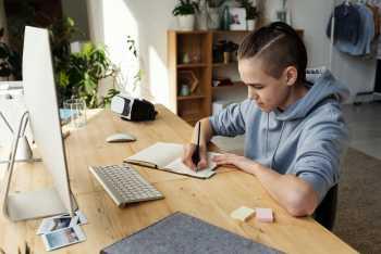 Restez organisé et motivé pendant cette période de confinement avec l'école à la maison avec les conseils des Bons Profs.